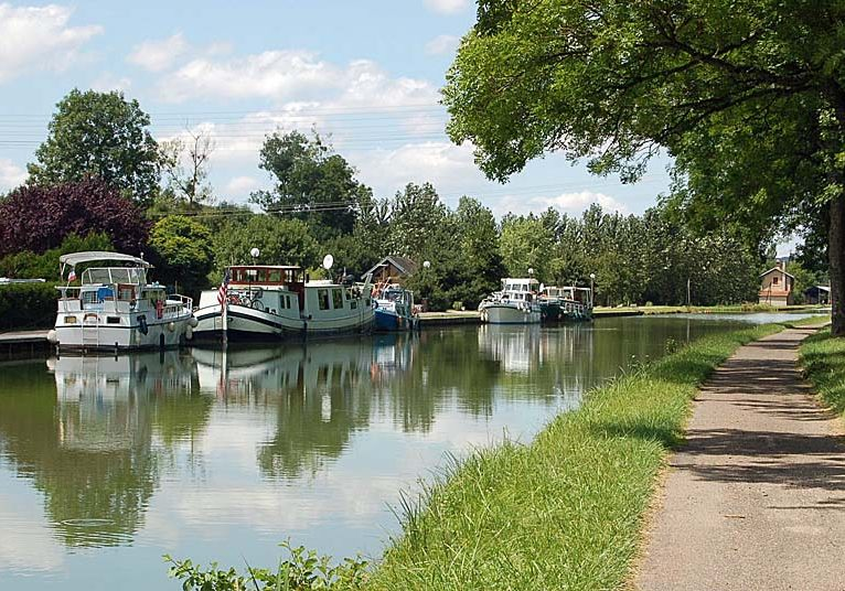 MilleReves-Canal-entre-champagne-et-bourgogne-port-champigny-02-Gerard-Feron